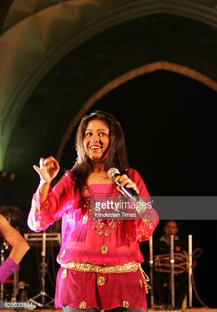 Singer Sunidhi Chauhan performing at Gateway of India during the Mumbai Festival