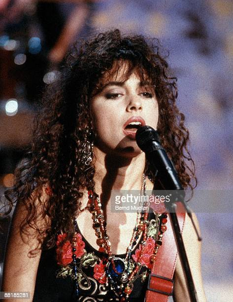 Singer Susanna Hoffs of American group The Bangles performs on Na Siehste tv show in Munich Germany on December 3 1988