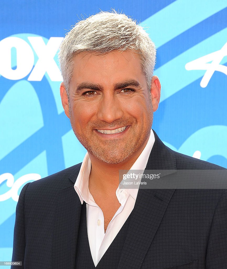 Singer <a gi-track='captionPersonalityLinkClicked' href=/galleries/search?phrase=Taylor+Hicks&family=editorial&specificpeople=451552 ng-click='$event.stopPropagation()'>Taylor Hicks</a> attends the American Idol 2013 finale at Nokia Theatre L.A. Live on May 16, 2013 in Los Angeles, California.