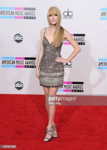 Singer Taylor Swift arrives at the 2010 American Music Awards held at Nokia Theatre LA Live on November 21 2010 in Los Angeles California