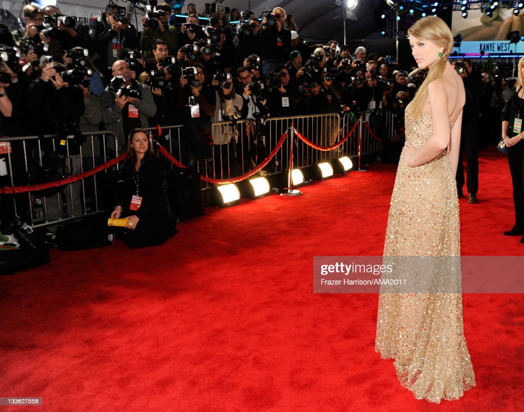 Singer <a gi-track='captionPersonalityLinkClicked' href=/galleries/search?phrase=Taylor+Swift&family=editorial&specificpeople=619504 ng-click='$event.stopPropagation()'>Taylor Swift</a> arrives at the 2011 American Music Awards held at Nokia Theatre L.A. LIVE on November 20, 2011 in Los Angeles, California.