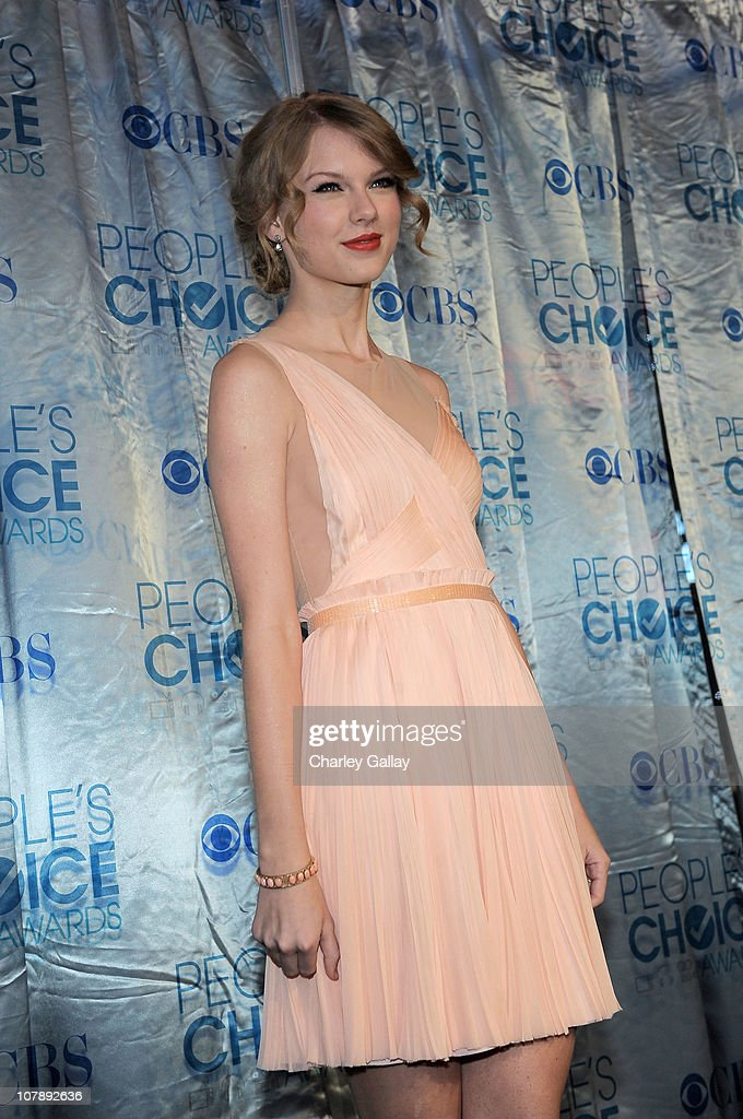 Singer <a gi-track='captionPersonalityLinkClicked' href=/galleries/search?phrase=Taylor+Swift&family=editorial&specificpeople=619504 ng-click='$event.stopPropagation()'>Taylor Swift</a> arrives at the 2011 People's Choice Awards at Nokia Theatre L.A. Live on January 5, 2011 in Los Angeles, California.