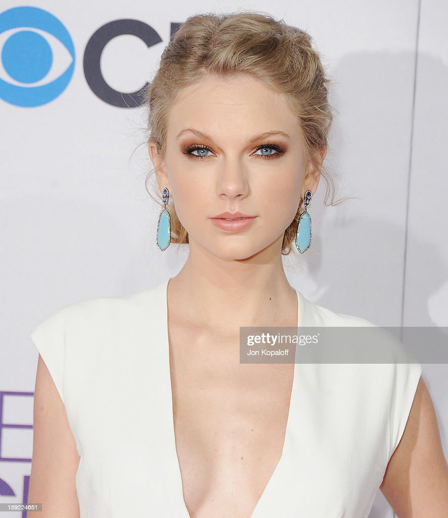 Singer <a gi-track='captionPersonalityLinkClicked' href=/galleries/search?phrase=Taylor+Swift&family=editorial&specificpeople=619504 ng-click='$event.stopPropagation()'>Taylor Swift</a> arrives at the 2013 People's Choice Awards at Nokia Theatre L.A. Live on January 9, 2013 in Los Angeles, California.