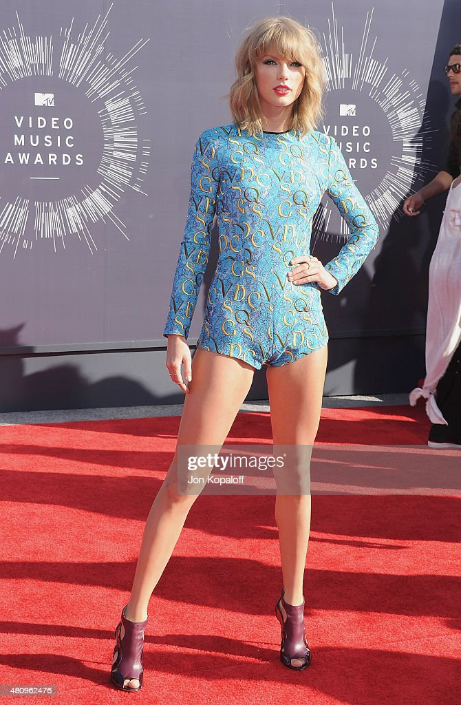 Singer <a gi-track='captionPersonalityLinkClicked' href=/galleries/search?phrase=Taylor+Swift&family=editorial&specificpeople=619504 ng-click='$event.stopPropagation()'>Taylor Swift</a> arrives at the 2014 MTV Video Music Awards at The Forum on August 24, 2014 in Inglewood, California.