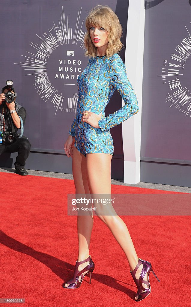 Singer Taylor Swift arrives at the 2014 MTV Video Music Awards at The Forum on August 24, 2014 in Inglewood, California.