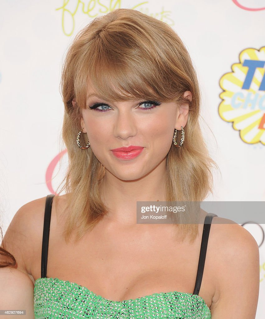 Singer <a gi-track='captionPersonalityLinkClicked' href=/galleries/search?phrase=Taylor+Swift&family=editorial&specificpeople=619504 ng-click='$event.stopPropagation()'>Taylor Swift</a> arrives at the 2014 Teen Choice Awards at The Shrine Auditorium on August 10, 2014 in Los Angeles, California.