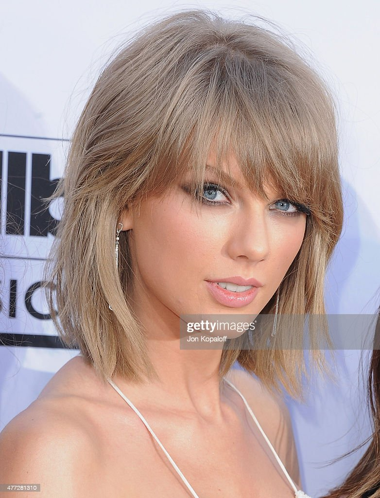 Singer <a gi-track='captionPersonalityLinkClicked' href=/galleries/search?phrase=Taylor+Swift&family=editorial&specificpeople=619504 ng-click='$event.stopPropagation()'>Taylor Swift</a> arrives at the 2015 Billboard Music Awards at MGM Garden Arena on May 17, 2015 in Las Vegas, Nevada.
