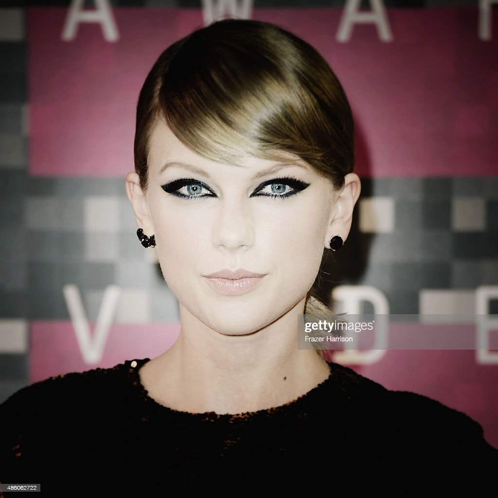 . Singer Taylor Swift arrives at the 2015 MTV Video Music Awards at Microsoft Theater on August 30, 2015 in Los Angeles, California.