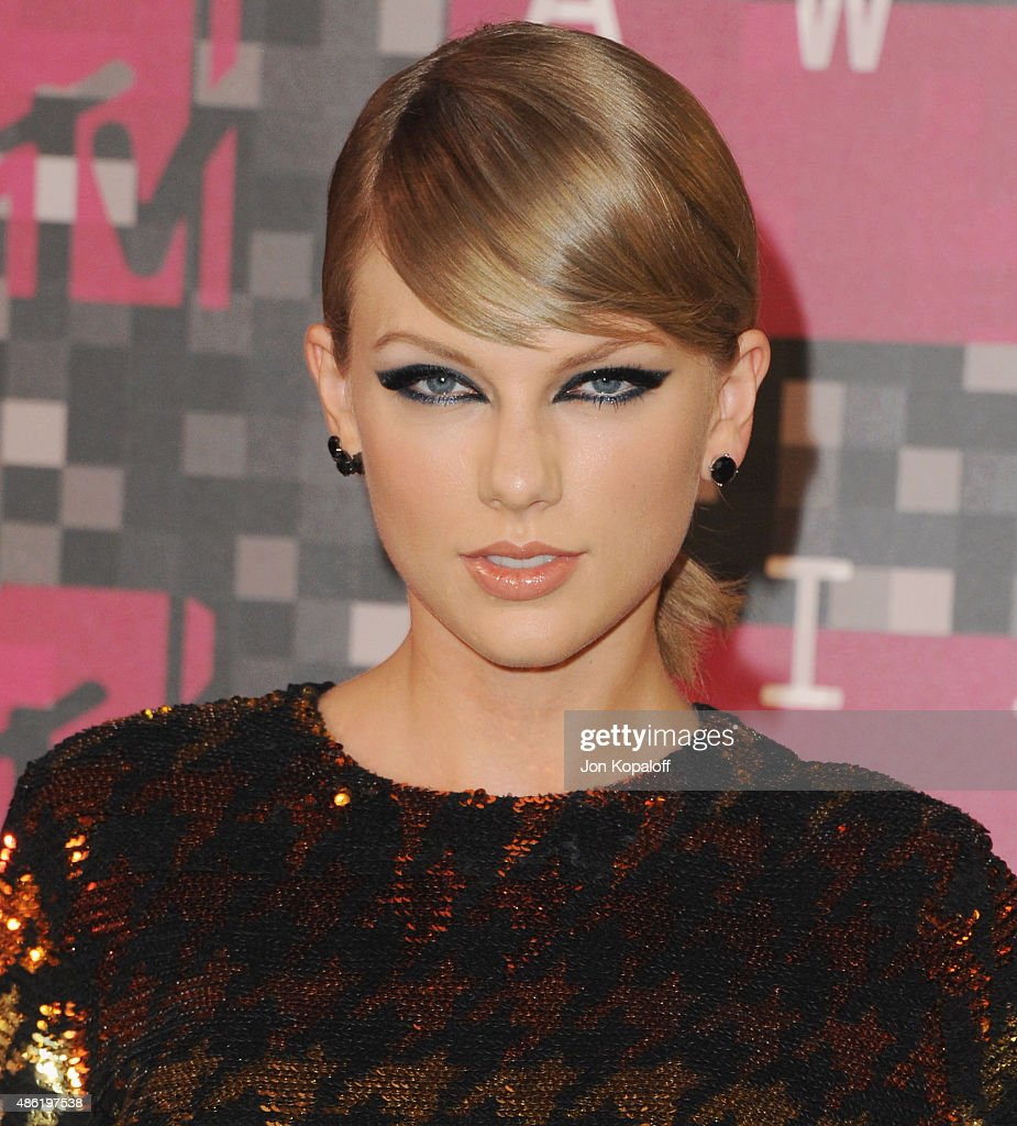 Singer <a gi-track='captionPersonalityLinkClicked' href=/galleries/search?phrase=Taylor+Swift&family=editorial&specificpeople=619504 ng-click='$event.stopPropagation()'>Taylor Swift</a> arrives at the 2015 MTV Video Music Awards at Microsoft Theater on August 30, 2015 in Los Angeles, California.