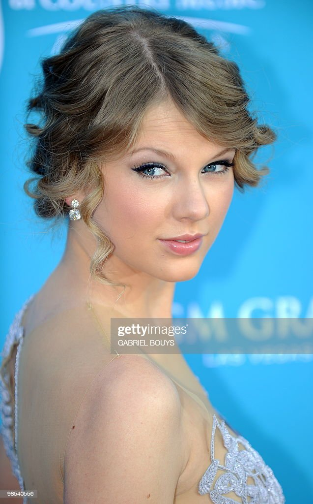 Singer <a gi-track='captionPersonalityLinkClicked' href=/galleries/search?phrase=Taylor+Swift&family=editorial&specificpeople=619504 ng-click='$event.stopPropagation()'>Taylor Swift</a> arrives at the 45th Academy of Country Music Awards in Las Vegas, Nevada, on April 18, 2010.
