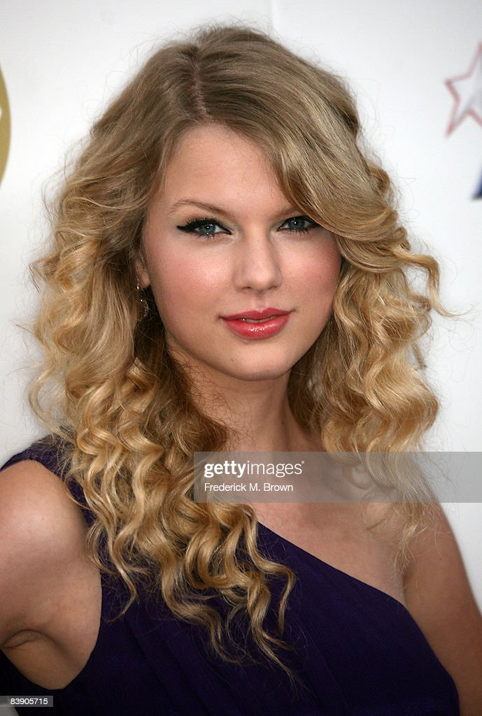 Singer <a gi-track='captionPersonalityLinkClicked' href=/galleries/search?phrase=Taylor+Swift&family=editorial&specificpeople=619504 ng-click='$event.stopPropagation()'>Taylor Swift</a> arrives at the Grammy Nominations concert live held at the Nokia Theatre LA Live on December 3, 2008 in Los Angeles, California.