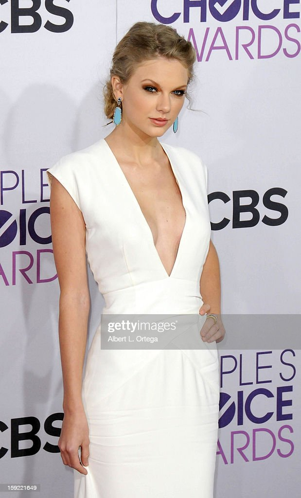 Singer <a gi-track='captionPersonalityLinkClicked' href=/galleries/search?phrase=Taylor+Swift&family=editorial&specificpeople=619504 ng-click='$event.stopPropagation()'>Taylor Swift</a> arrives for the 34th Annual People's Choice Awards - Arrivals held at Nokia Theater at L.A. Live on January 9, 2013 in Los Angeles, California.
