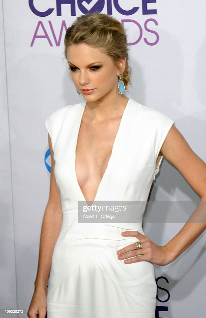 Singer Taylor Swift arrives for the 34th Annual People's Choice Awards - Arrivals held at Nokia Theater at L.A. Live on January 9, 2013 in Los Angeles, California.