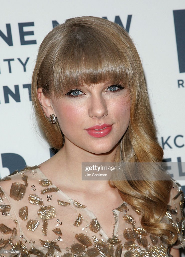 Singer <a gi-track='captionPersonalityLinkClicked' href=/galleries/search?phrase=Taylor+Swift&family=editorial&specificpeople=619504 ng-click='$event.stopPropagation()'>Taylor Swift</a> attends 2012 Ripple Of Hope Gala at The New York Marriott Marquis on December 3, 2012 in New York City.