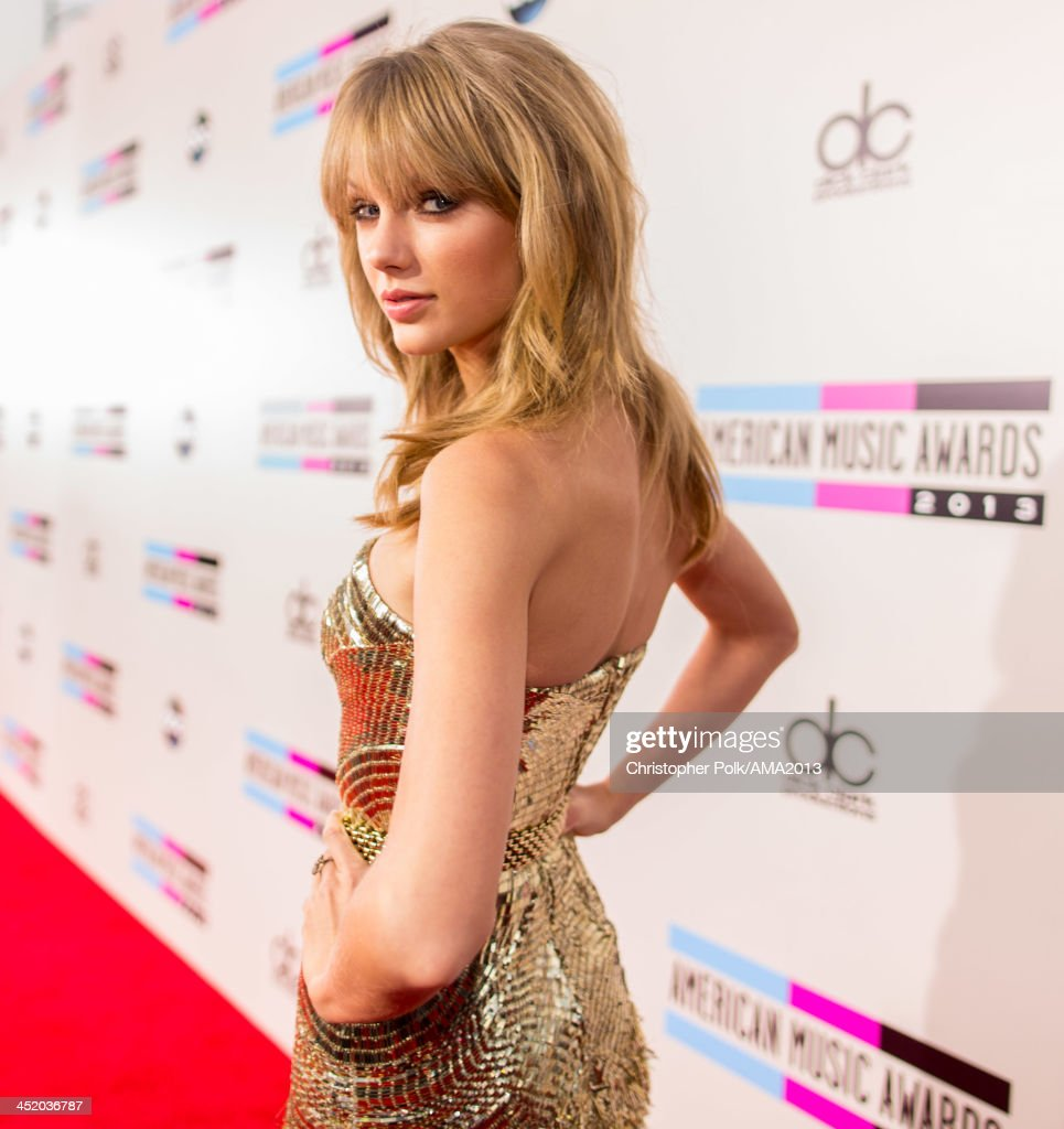 Singer <a gi-track='captionPersonalityLinkClicked' href=/galleries/search?phrase=Taylor+Swift&family=editorial&specificpeople=619504 ng-click='$event.stopPropagation()'>Taylor Swift</a> attends the 2013 American Music Awards at Nokia Theatre L.A. Live on November 24, 2013 in Los Angeles, California.