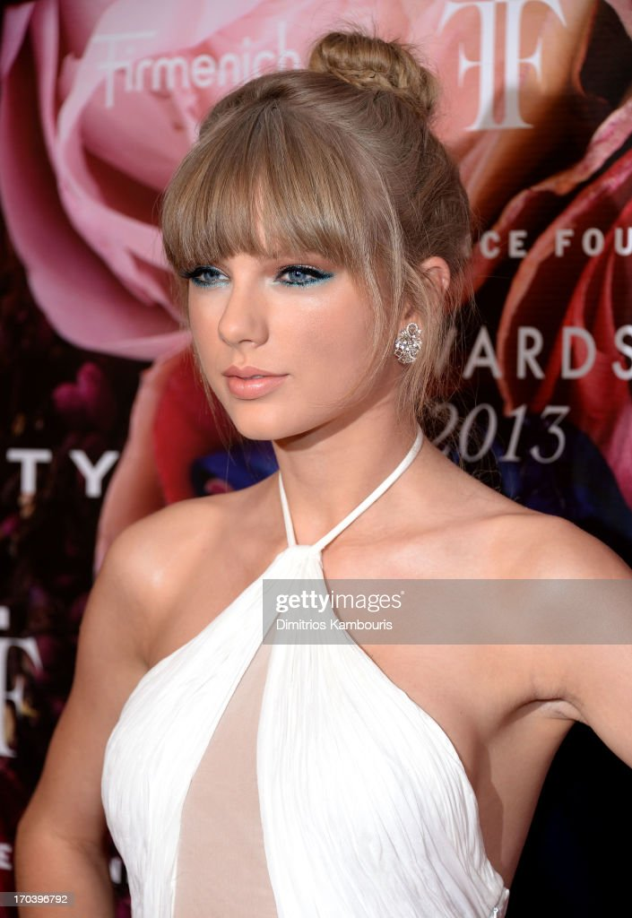 Singer Taylor Swift attends the 2013 Fragrance Foundation Awards at Alice Tully Hall at Lincoln Center on June 12 2013 in New York City
