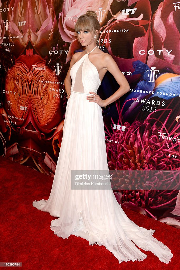 Singer Taylor Swift attends the 2013 Fragrance Foundation Awards at Alice Tully Hall at Lincoln Center on June 12, 2013 in New York City.