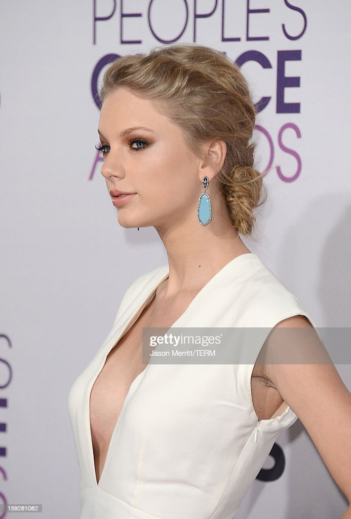Singer Taylor Swift attends the 39th Annual People's Choice Awards at Nokia Theatre L.A. Live on January 9, 2013 in Los Angeles, California.