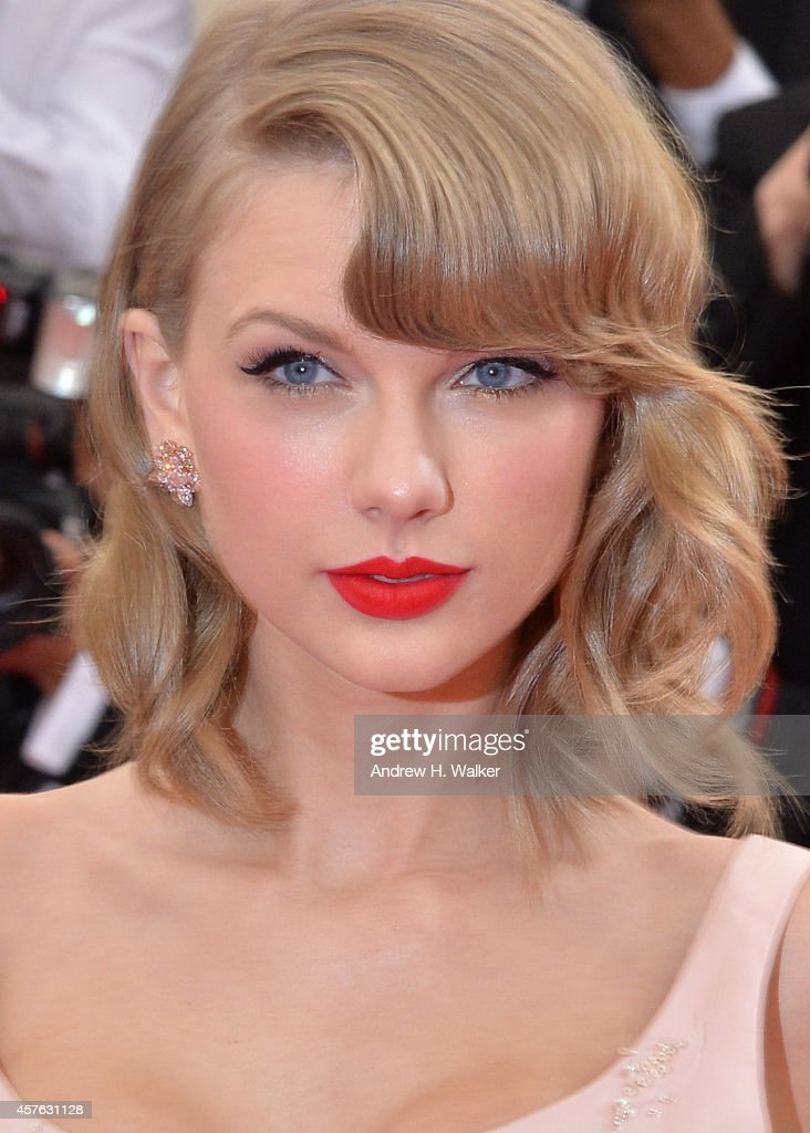 Singer Taylor Swift attends the 'Charles James Beyond Fashion' Costume Institute Gala at the Metropolitan Museum of Art on May 5 2014 in New York City