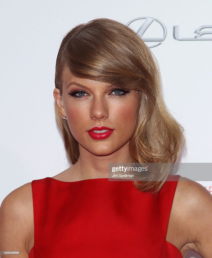Singer <a gi-track='captionPersonalityLinkClicked' href=/galleries/search?phrase=Taylor+Swift&family=editorial&specificpeople=619504 ng-click='$event.stopPropagation()'>Taylor Swift</a> attends 'The Giver' premiere at Ziegfeld Theater on August 11, 2014 in New York City.