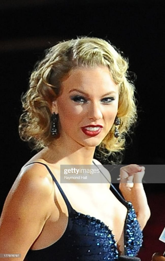 Singer <a gi-track='captionPersonalityLinkClicked' href=/galleries/search?phrase=Taylor+Swift&family=editorial&specificpeople=619504 ng-click='$event.stopPropagation()'>Taylor Swift</a> is seen at the 'VMA' on August 25, 2013 in New York City.