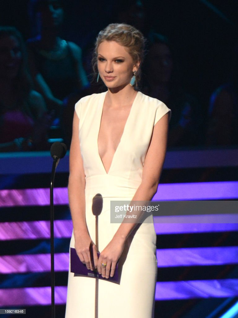 Singer <a gi-track='captionPersonalityLinkClicked' href=/galleries/search?phrase=Taylor+Swift&family=editorial&specificpeople=619504 ng-click='$event.stopPropagation()'>Taylor Swift</a> onstage during the 2013 People's Choice Awards at Nokia Theatre L.A. Live on January 9, 2013 in Los Angeles, California.
