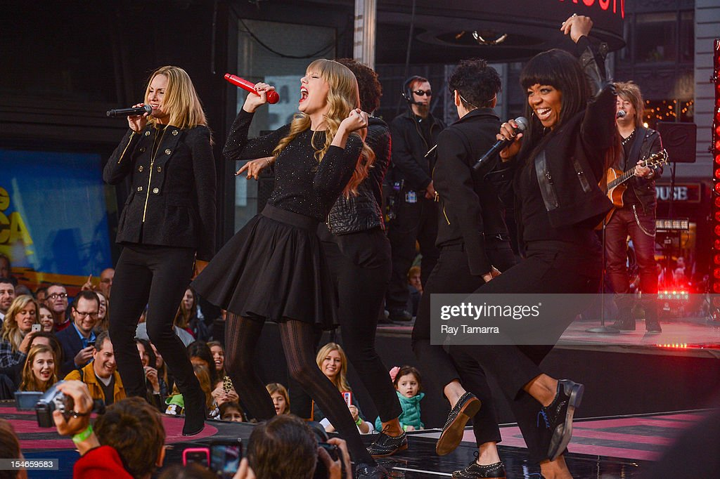 Singer <a gi-track='captionPersonalityLinkClicked' href=/galleries/search?phrase=Taylor+Swift&family=editorial&specificpeople=619504 ng-click='$event.stopPropagation()'>Taylor Swift</a> peforms at the 'Good Morning America' taping at the ABC Times Square Studio on October 23, 2012 in New York City.