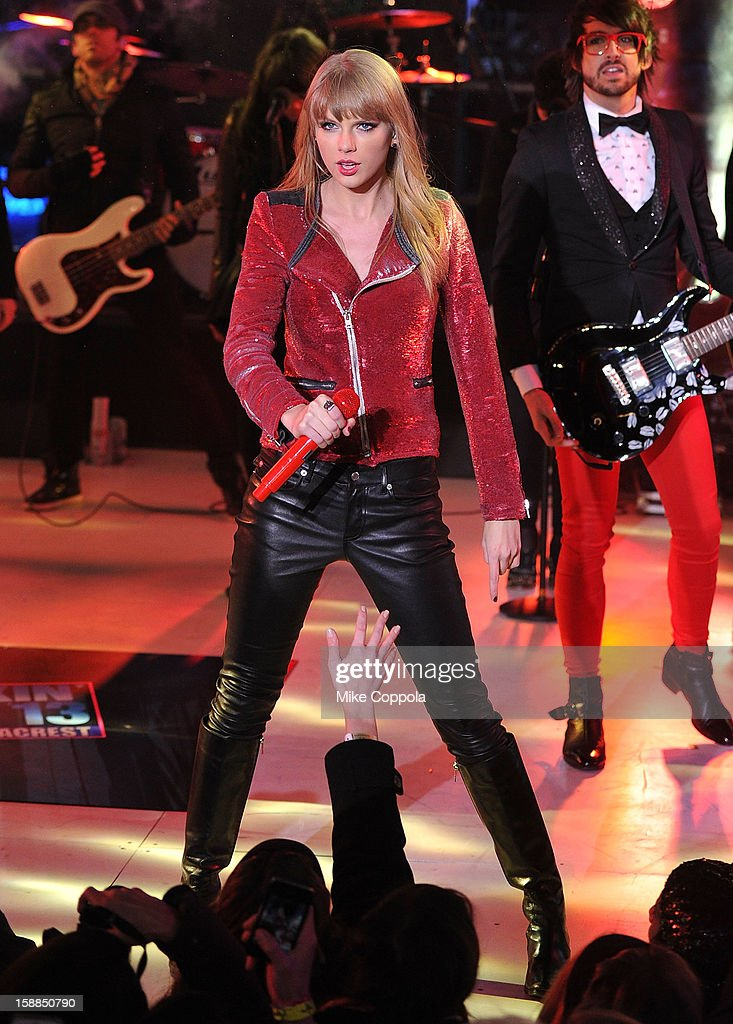 Singer Taylor Swift performs during New Year's Eve 2013 In Times Square at Times Square on December 31, 2012 in New York City.