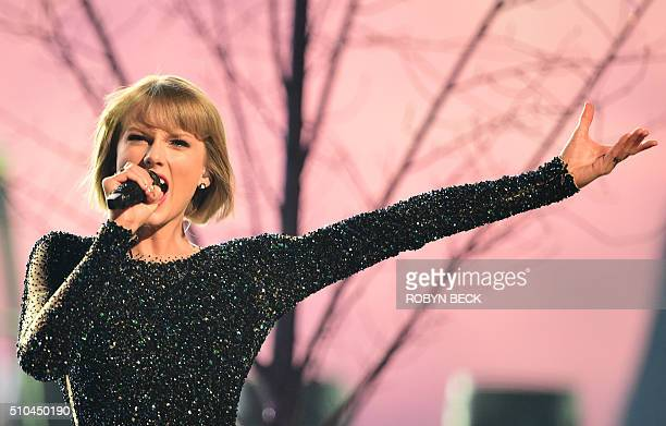 TOPSHOT Singer Taylor Swift performs during the 58th Annual Grammy music Awards in Los Angeles February 15 2016 AFP PHOTO/ ROBYN BECK / AFP / ROBYN...