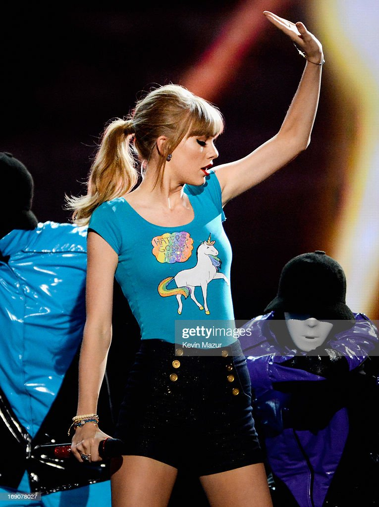 Singer Taylor Swift performs onstage during the 2013 Billboard Music Awards at the MGM Grand Garden Arena on May 19, 2013 in Las Vegas, Nevada.