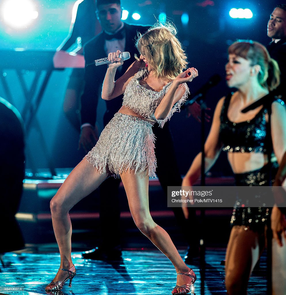 Singer <a gi-track='captionPersonalityLinkClicked' href=/galleries/search?phrase=Taylor+Swift&family=editorial&specificpeople=619504 ng-click='$event.stopPropagation()'>Taylor Swift</a> performs onstage during the 2014 MTV Video Music Awards at The Forum on August 24, 2014 in Inglewood, California.