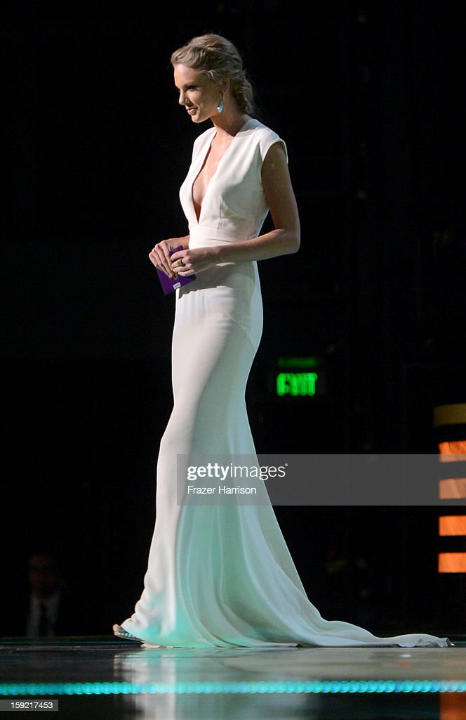 Singer Taylor Swift speaks onstage onstage at the 39th Annual People's Choice Awards at Nokia Theatre L.A. Live on January 9, 2013 in Los Angeles, California.