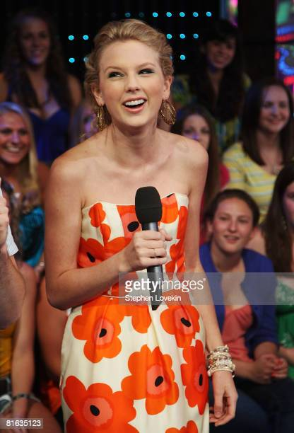 Singer Taylor Swift visits MTV's TRL on June 17 2008 at MTV Studios in New York City