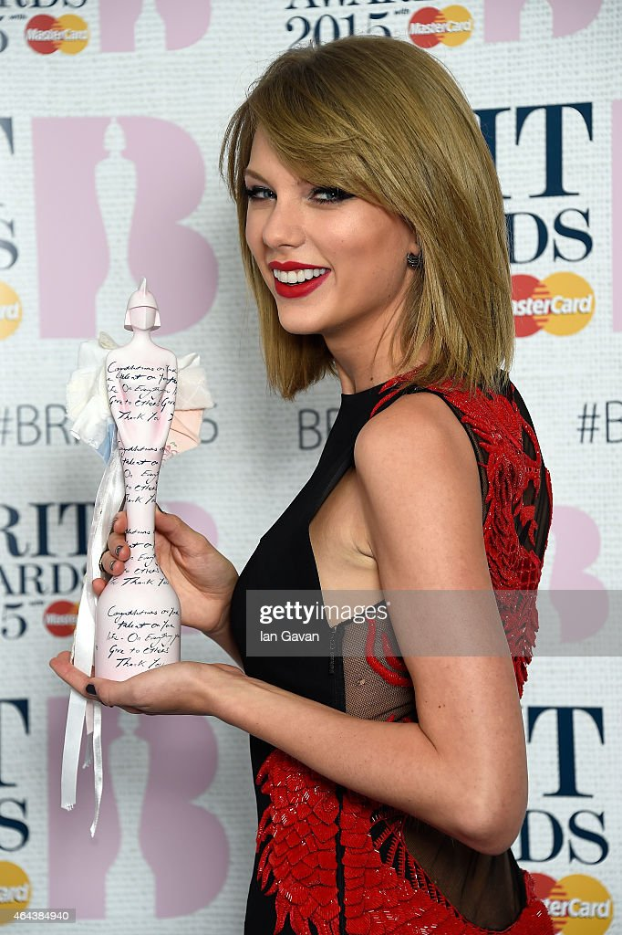 Singer <a gi-track='captionPersonalityLinkClicked' href=/galleries/search?phrase=Taylor+Swift&family=editorial&specificpeople=619504 ng-click='$event.stopPropagation()'>Taylor Swift</a>, winner of the International Female Solo Artist Award, poses in the winners room during the BRIT Awards 2015 at The O2 Arena on February 25, 2015 in London, England.