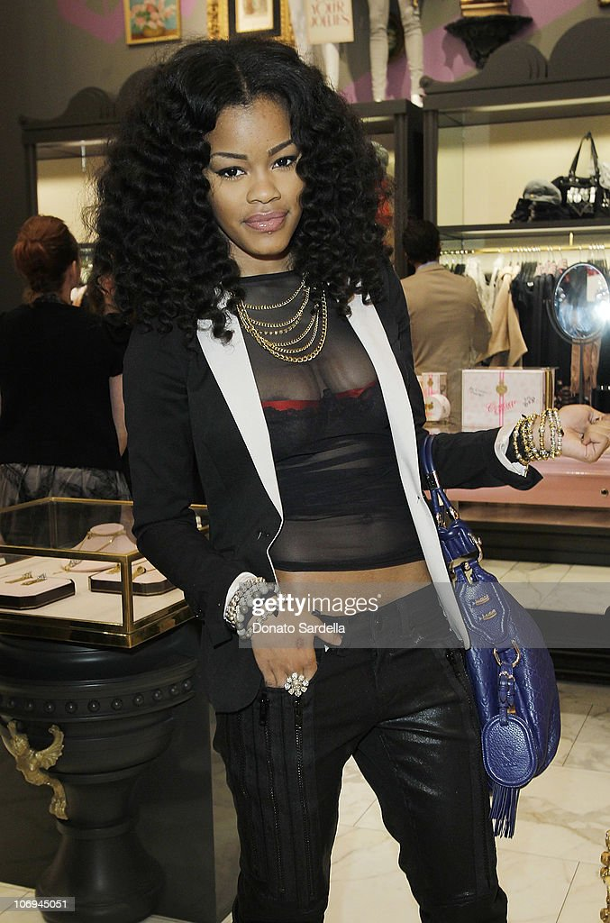 Singer <a gi-track='captionPersonalityLinkClicked' href=/galleries/search?phrase=Teyana+Taylor&family=editorial&specificpeople=4224306 ng-click='$event.stopPropagation()'>Teyana Taylor</a> attends Juicy Loves Glamour Girls by Erin Fetherston Launch hosted by Vogue at Juicy Couture on November 17, 2010 in Beverly Hills, California.