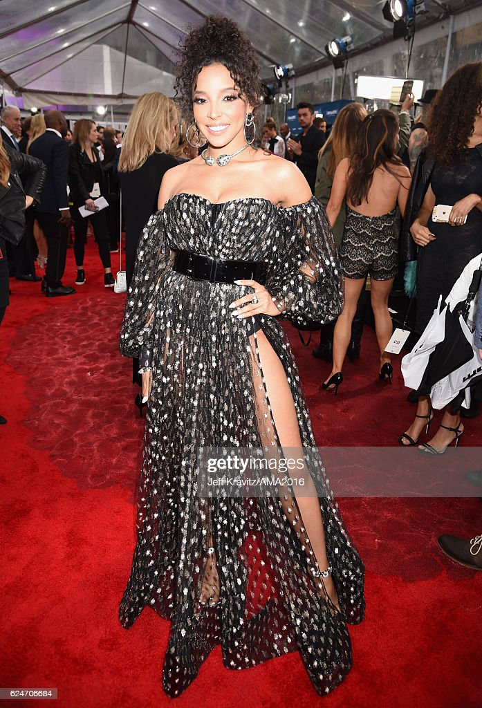 singer-tinashe-attends-the-2016-american-music-awards-at-microsoft-picture-id624706684
