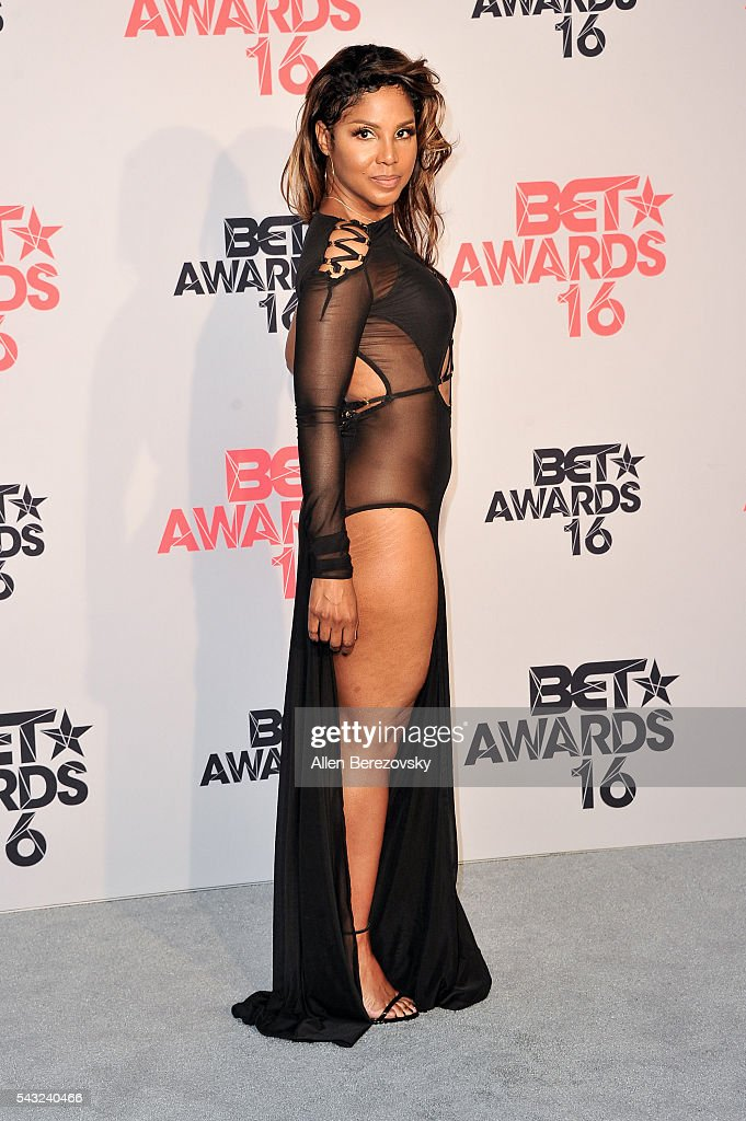 Singer <a gi-track='captionPersonalityLinkClicked' href=/galleries/search?phrase=Toni+Braxton&family=editorial&specificpeople=213737 ng-click='$event.stopPropagation()'>Toni Braxton</a> poses for pictures in the press room during the 2016 BET Awards at Microsoft Theater on June 26, 2016 in Los Angeles, California.