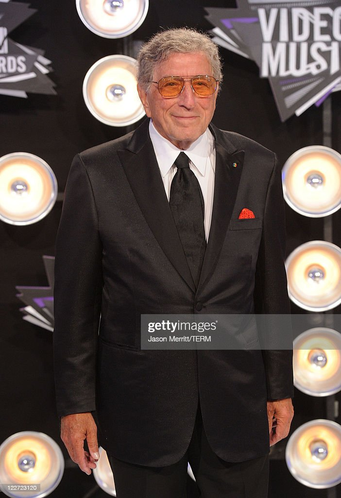 Singer Tony Bennett arrives at the 2011 MTV Video Music Awards at Nokia Theatre L.A. LIVE on August 28, 2011 in Los Angeles, California.