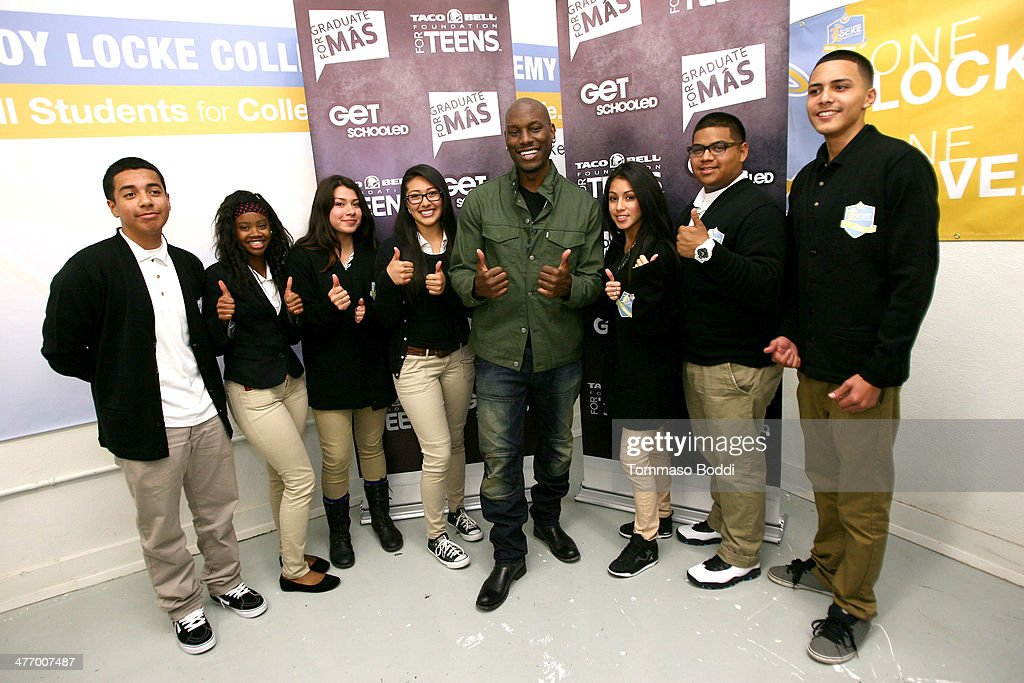 Singer <a gi-track='captionPersonalityLinkClicked' href=/galleries/search?phrase=Tyrese&family=editorial&specificpeople=206177 ng-click='$event.stopPropagation()'>Tyrese</a> Gibson (C) poses with students at the Taco Bell Foundation for teens and get schooled graduate for Mas Program 1 year anniversary held at the Locke College Preparatory Academy on March 6, 2014 in Los Angeles, California.