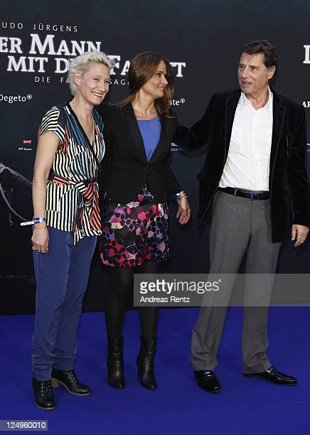 Singer Udo Juergens with his daughters Jenny Juergens and Sonja Juergens attend the 'Der Mann mit dem Fagott' premiere at CineStar on September 14...