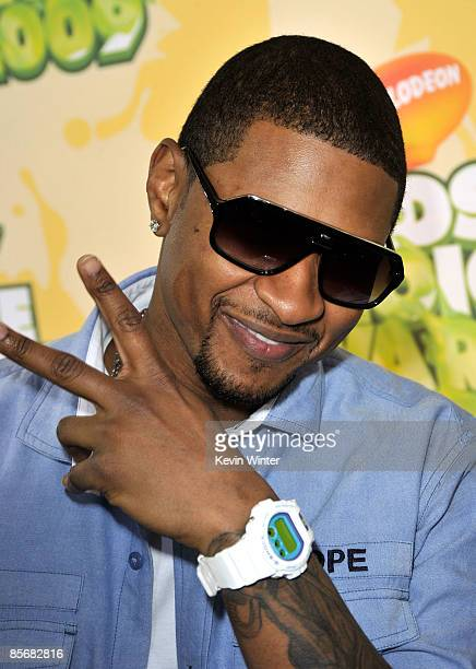 Singer Usher arrives at Nickelodeon's 2009 Kids' Choice Awards at UCLA's Pauley Pavilion on March 28 2009 in Westwood California
