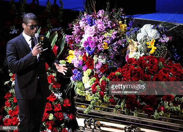 Singer Usher performs at the Michael Jackson public memorial service held at Staples Center on July 7 2009 in Los Angeles California Jackson the...