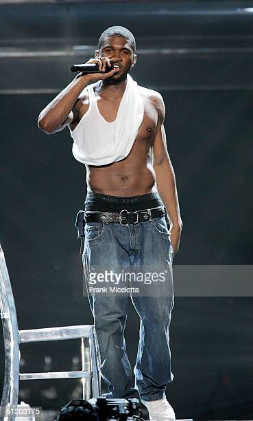 Singer Usher performs on stage during 'The Truth Tour 2004' on August 21 2004 at the Continental Airlines Arena in East Rutherford New Jersey