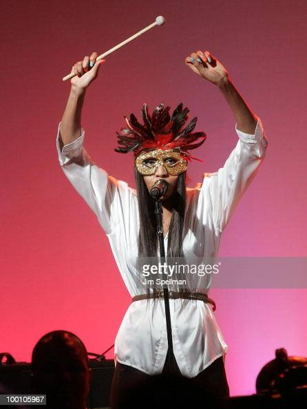 Singer VV Brown attends the EXPRESS 30th anniversary party at Eyebeam on May 20 2010 in New York City