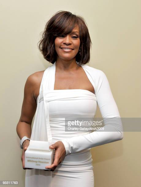 Singer Whitney Houston poses with the Winner of International Favorite Artist Award backstage at the 2009 American Music Awards at Nokia Theatre LA...