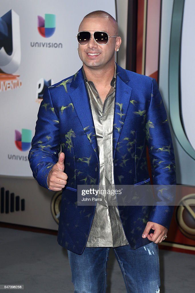 Singer Wisin attends the Univision's 13th Edition Of Premios Juventud Youth Awards at Bank United Center on July 14, 2016 in Miami, Florida.