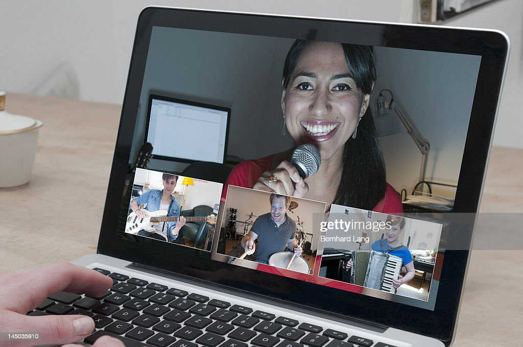 Singer with other musicians performing online : Stock Photo