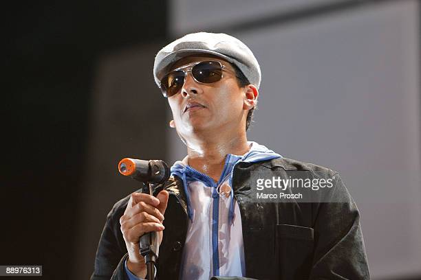 Singer Xavier Naidoo of Soehne Mannheims performs live at the Waldbuehne on July 10 2009 in Berlin Germany