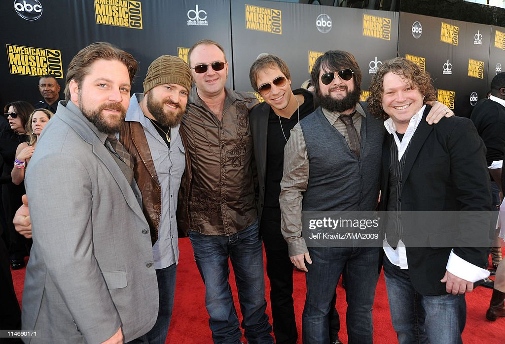 Singer Zac Brown and the <a gi-track='captionPersonalityLinkClicked' href=/galleries/search?phrase=Zac+Brown+Band&family=editorial&specificpeople=5796430 ng-click='$event.stopPropagation()'>Zac Brown Band</a> arrives at the 2009 American Music Awards at Nokia Theatre L.A. Live on November 22, 2009 in Los Angeles, California.