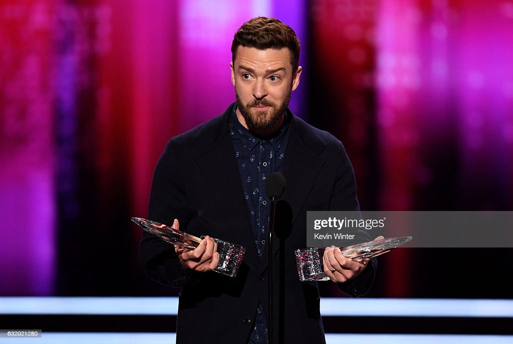 singeractor-justin-timberlake-accepts-favorite-male-singer-and-song-picture-id632021280